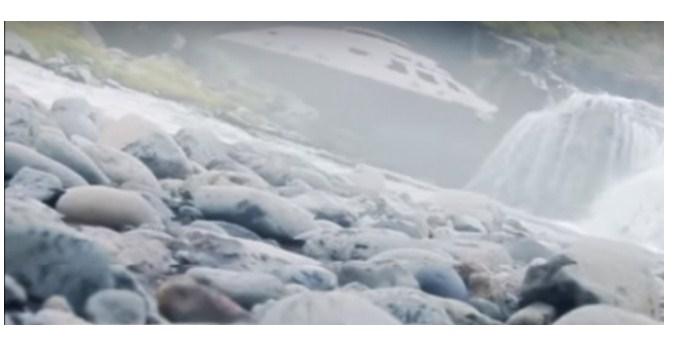 В Исландии дрон зафиксировал над водопадом пришельцев