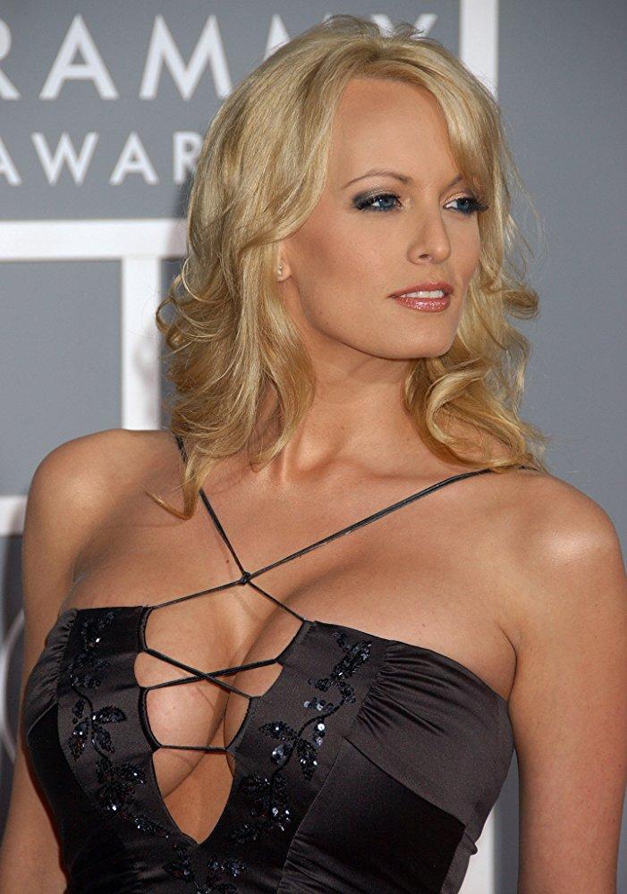 Творческие соки потекли: названа самая популярная актриса взрослых фильмов