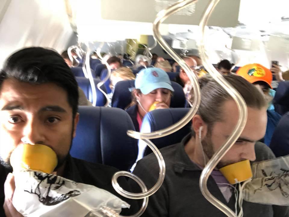 Ее засосало в иллюминатор самолёта на высоте 10 000 метров! Вот почему это произошло. ФОТО, ВИДЕО