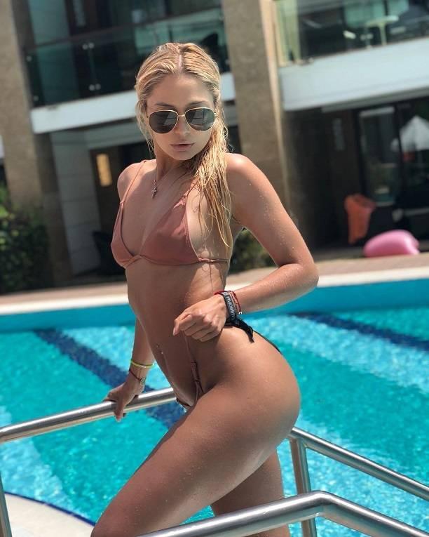 Наталья Рудова взорвала сеть сексуальным снимком в купальнике