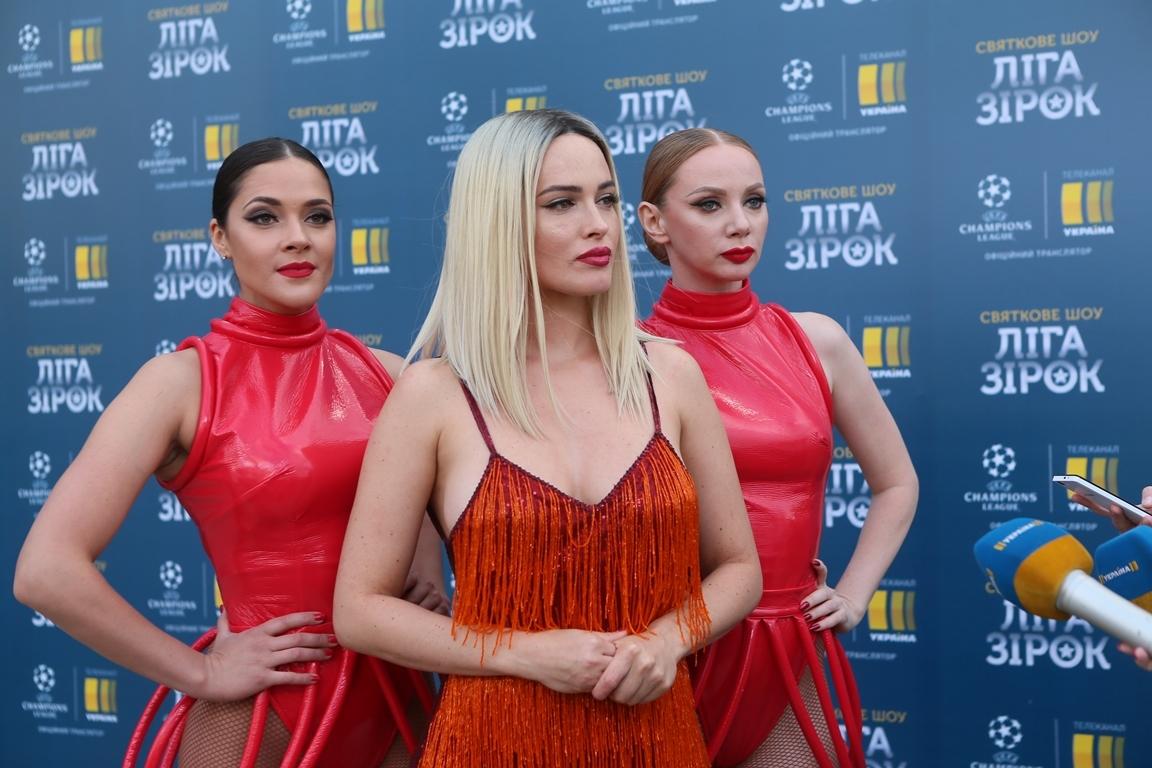 Даша Астафьева в мини-платье стала бесстрашной