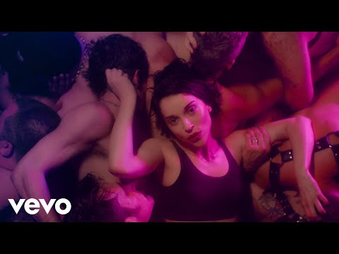 Американская певица выложила видео БДСМ-оргии в гей-клубе (18+)