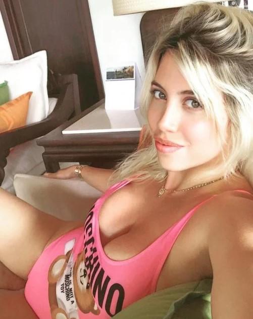 Интимные фото жены лидера сборной Аргентины случайно попали в сеть
