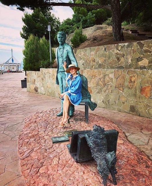 """Песков с женой """"засветился"""" на отдыхе в Крыму: опубликовано фото"""