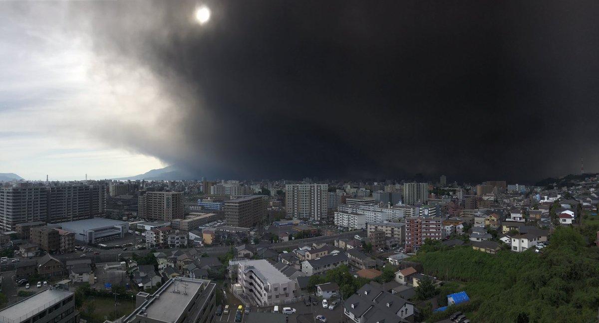 Свет померк: вулкан в Японии устроил настоящий Судный день. ФОТО, ВИДЕО