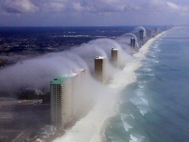 Смертельное цунами: ВИДЕО от первого лица, в которых стихия оказалась сильнее