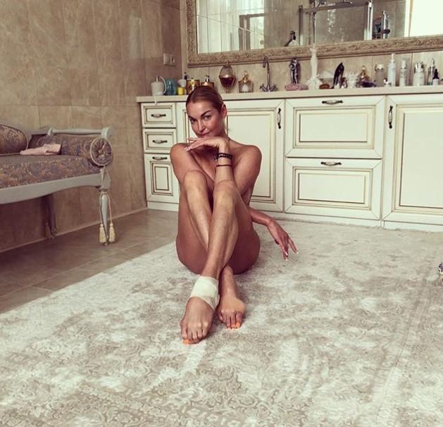 Анастасия Волочкова обнаженной смотрела финал чемпионата мира