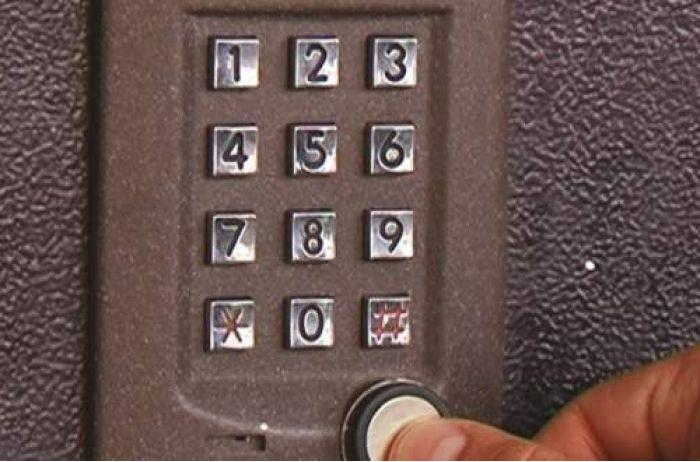 Ключ не нужен: как открыть любой домофон