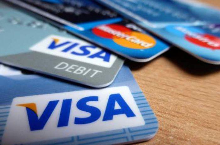 Почему банки массово блокируют карточки украинцев