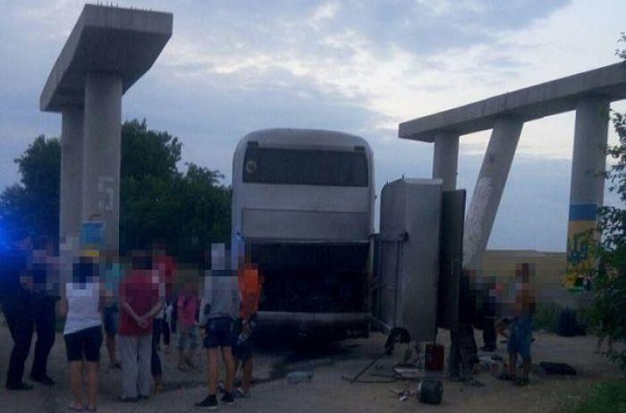На трассе «Киев-Одесса» вспыхнул автобус: в салоне было 57 детей