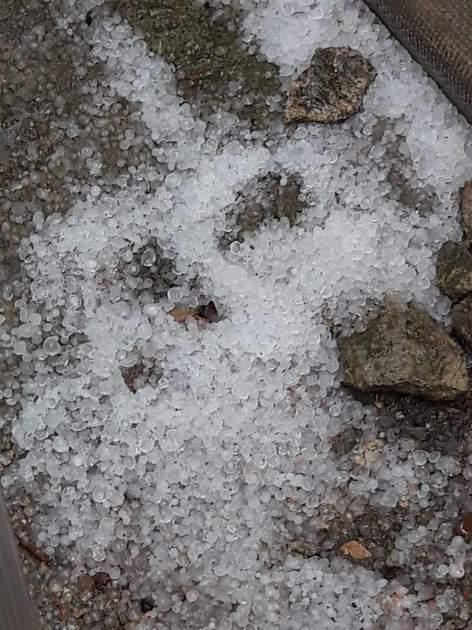Камни с неба: на засыхающий Крым обрушился град. ФОТО, ВИДЕО
