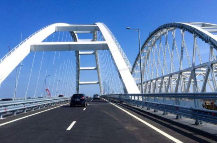 Над Крымским мостом пронесся смерч, видео сокрушительной стихии