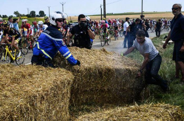 Во Франции велогонку «Тур де Франс» остановили разъяренные фермеры