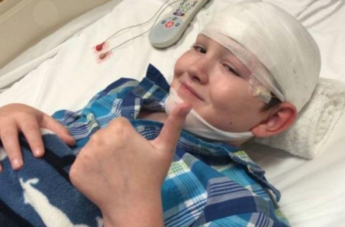 """В мире всего 40 случаев: редчайшая болезнь превратила мальчика в """"камень"""""""