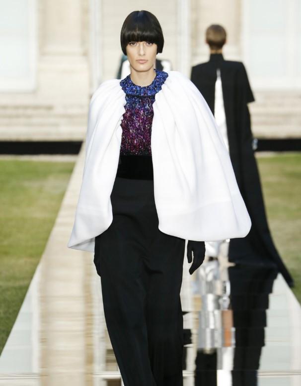 Одна на миллион: украинская модель уложила Париж к своим ногам
