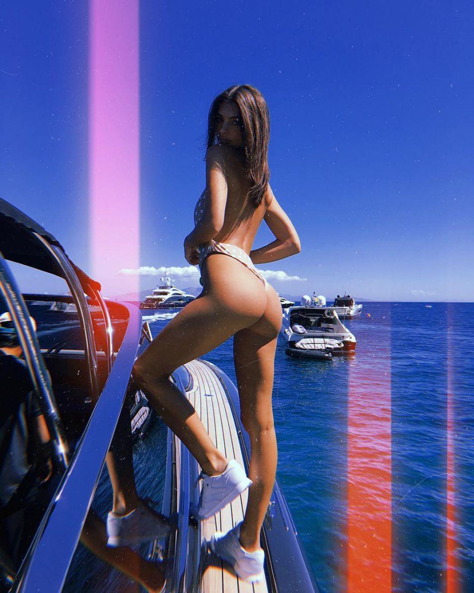"Ратаковски оголила ""пятую точку"" на яхте: жаркие фото"