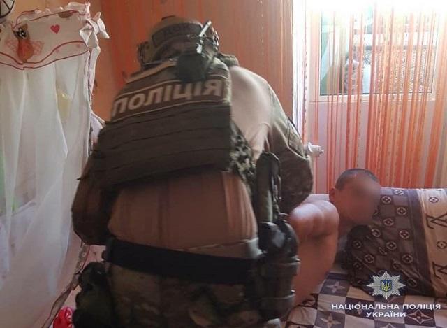 Житель Житомирщины продавал ФОТО 8-месячной дочери, от которых волосы становятся дыбом
