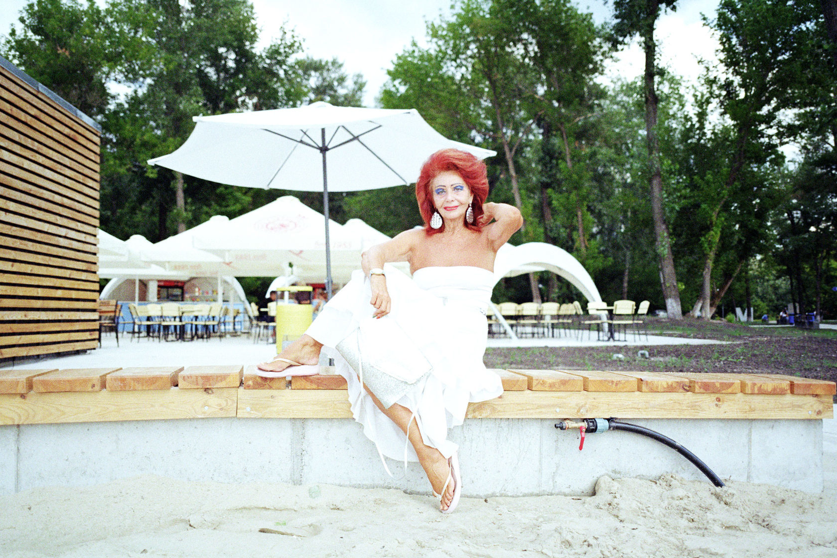 Зовут сниматься в фильмах для взрослых: 70-летняя киевская тусовщица решилась на откровенные ФОТО