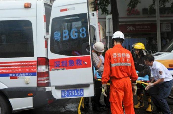 В Китае грузовик раздавил два автомобиля: погибли 9 человек. ВИДЕО