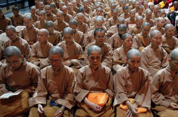 Похотливый монах превратил интим в часть святых учений