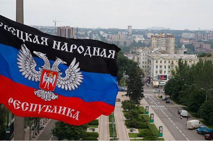 В Донецке странно начали выгорать «флаги ДНР». ФОТО