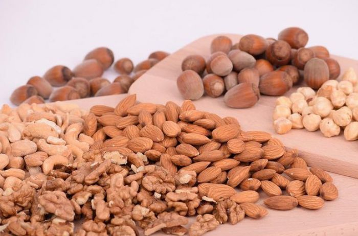 Кому стоит исключить орехи из своего рациона