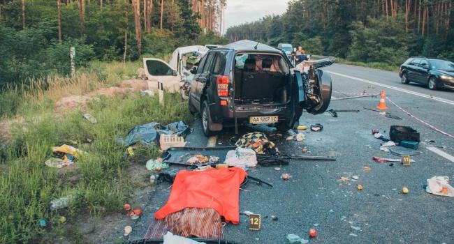 Все произошло в течение нескольких секунд: в жутком ДТП под Киевом погибли 4 человека. ФОТО, ВИДЕО