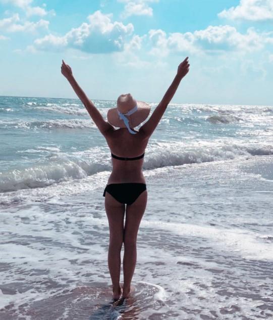 Осадчая на безлюдном пляже показала, за что ее полюбил Горбунов. ФОТО