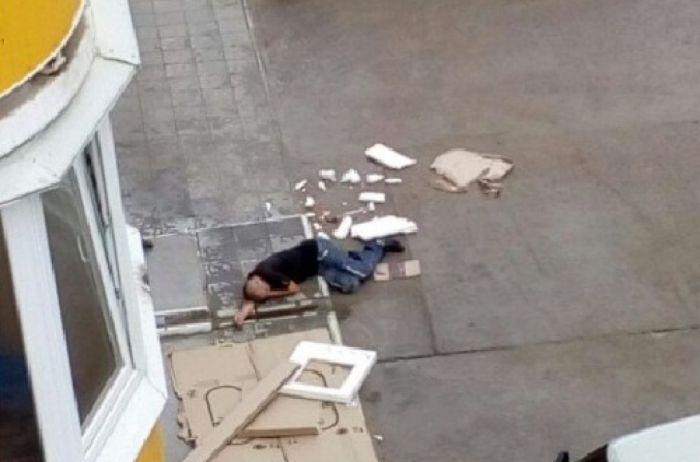 Просто шутка: в Чернигове мужчина выпал из окна и «ожил» на месте «гибели»