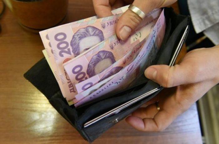 Украинцев будут штрафовать за слишком высокие зарплаты