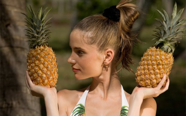 Грудь-ананас: сеть возбуждена от нового сочного флешмоба