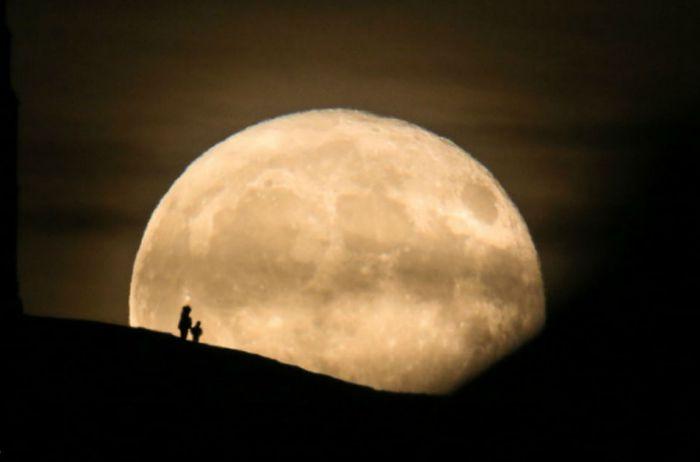 Сегодня – Урожайная Луна, она несет что-то особенное для каждого знака Зодиака