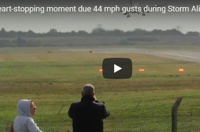 Airbus сдуло ветром во время посадки. ВИДЕО