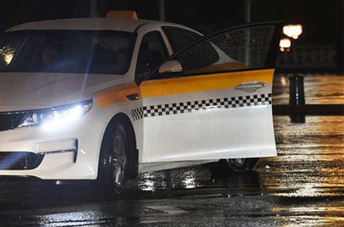 Таксист изнасиловал уснувшую пассажирку в центре Москвы