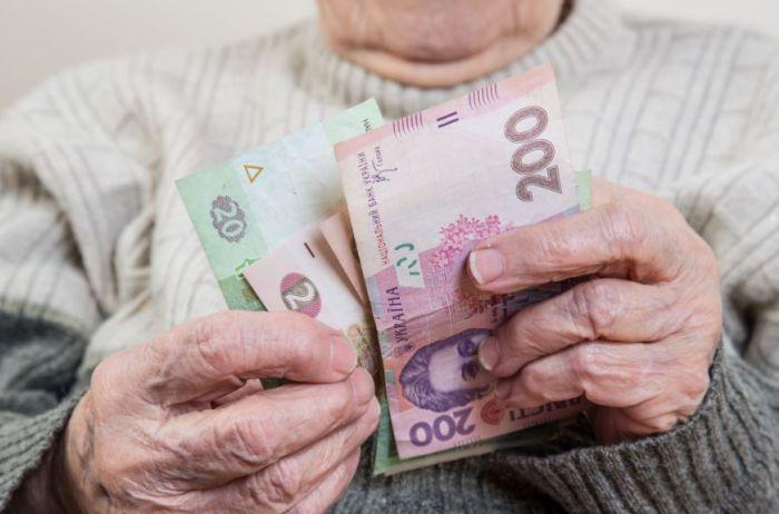 """Пенсии по-новому: украинцам готовят """"революцию"""", а выплаты под угрозой"""