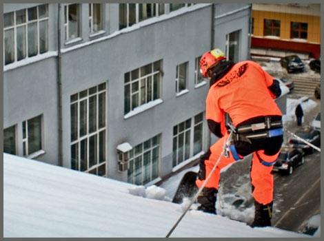 Очистка крыш от снега на заказ в Москве