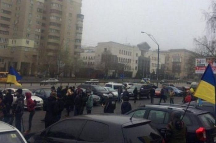 Активисты решили взять штурмом дом Луценко. ВИДЕО
