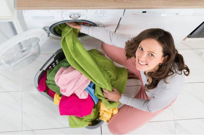 Удобный лайфхак: способ разгладить одежду без утюга