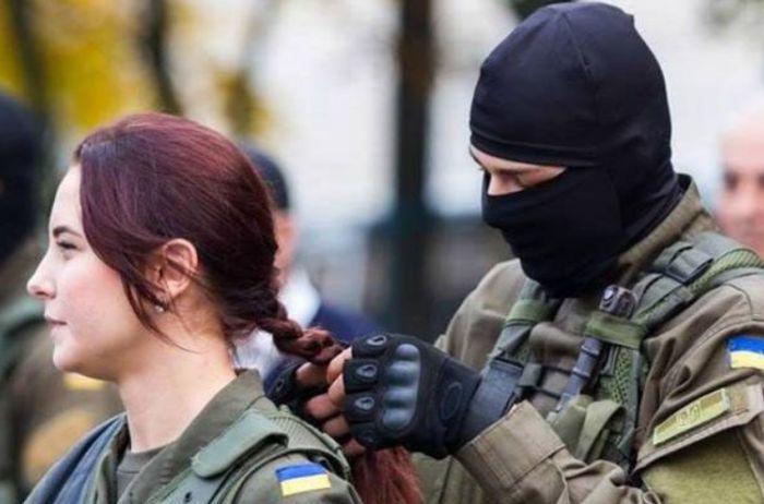 Соцсети взорвала песня украинской девушки-бойца ВСУ. ВИДЕО