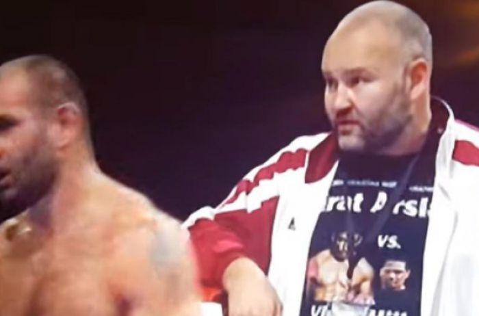Боксер избил своего тренера прямо на ринге. ВИДЕО