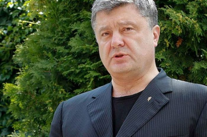 Политолог: Порошенко со своими приспешниками провалил автокефалию
