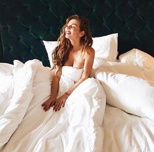 Скандальная Седокова показала обнаженное фото в постели
