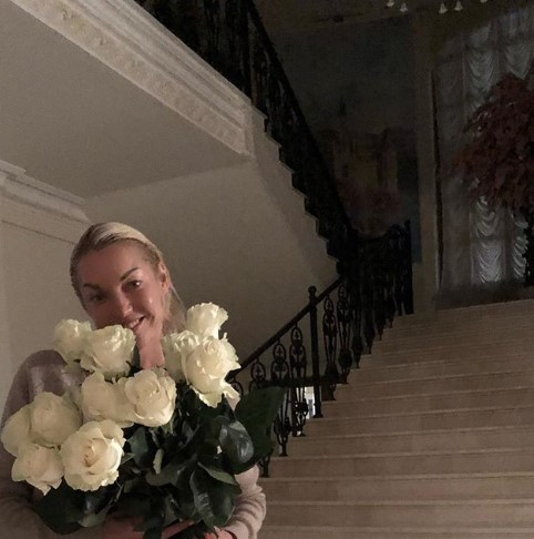"""Спасибо, М"": Волочкова похвасталась новым хахалем"