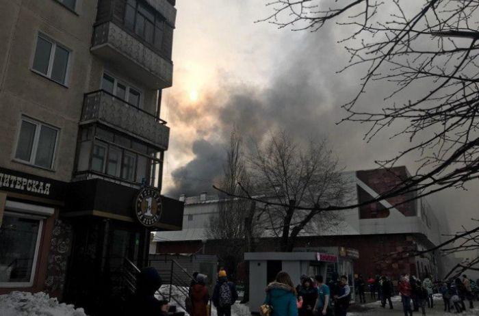 На Вінниччині палав торговий центр
