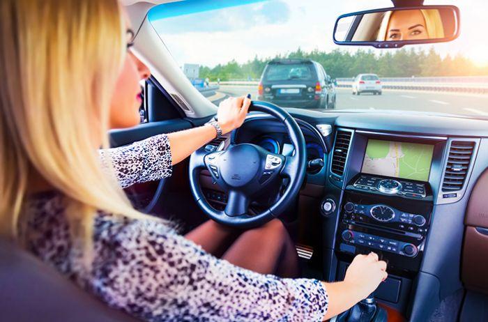 Женщины водят авто лучше мужчин: 4 факта