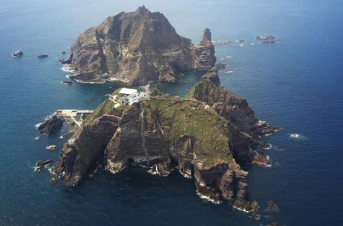 В Японском море тонет рыболовецкое судно из-за столкновения с другим кораблем