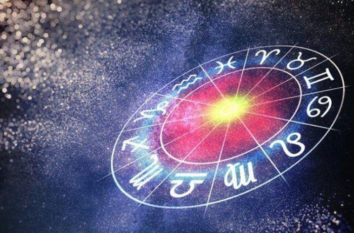 У Раков возможны серьезные перемены в личных отношениях: гороскоп на 17 ноября