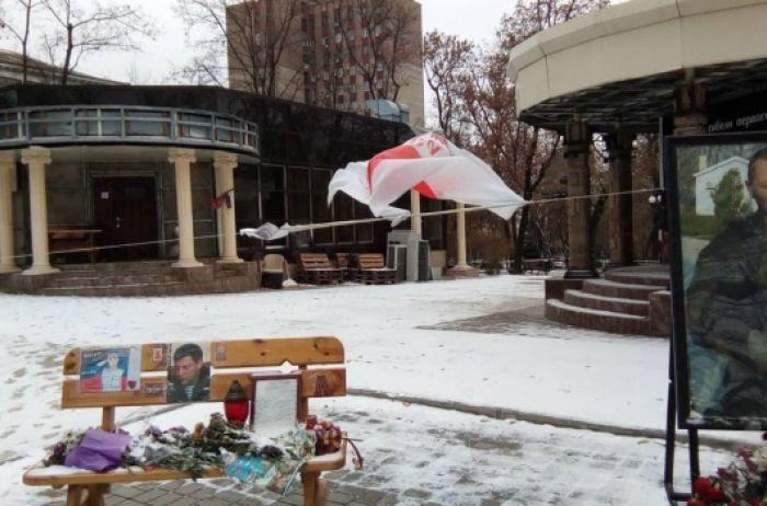 В сети появились новые фото с кафе, где взорвали Захарченко