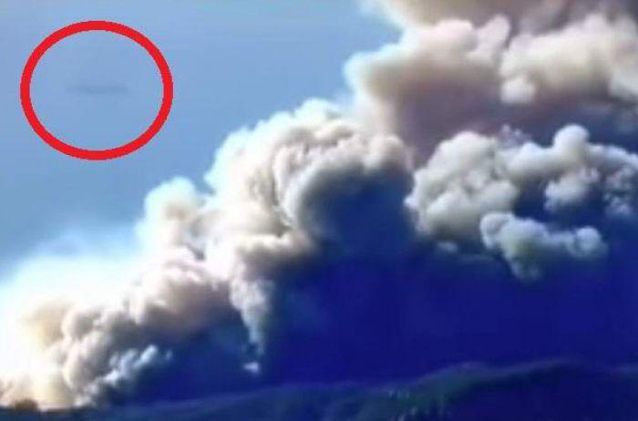 Загадочная аномалия попала на видео во время калифорнийских пожаров