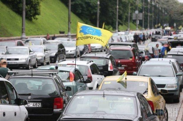 """День Х для """"евробляхеров"""": драконовские законы начали действовать"""